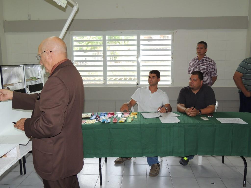 Judge Jose Ravelo, Nicky Mass, Fabio Tarazona and Billy Badilla in the background. Courtesy Marilena Salmones