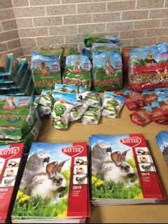 Kaytee Products - Pellets, seeds, handfeeding formula, fruit treats, treat sticks, etc.